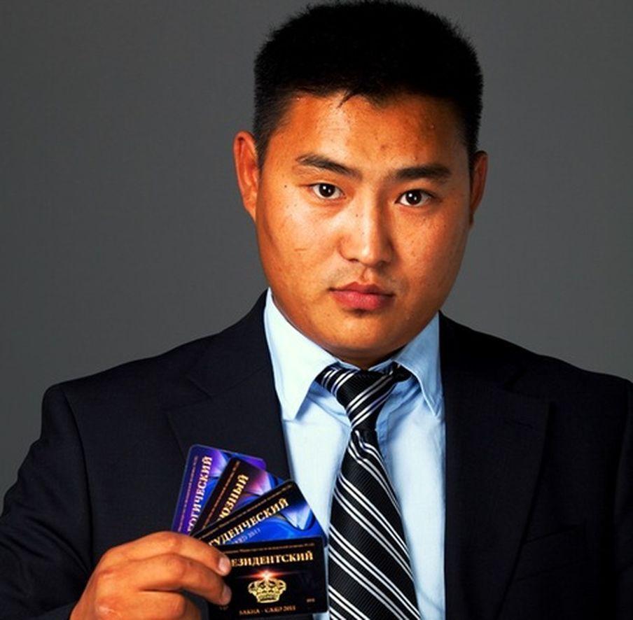 Якутский депутат живет на нелегальные доходы от распространения гей-порнографии?
